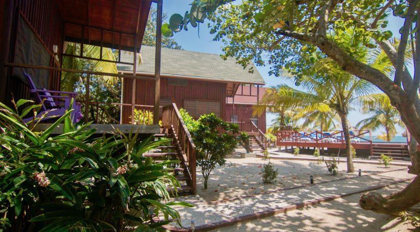 R125 - Green Parrot - Beach houses