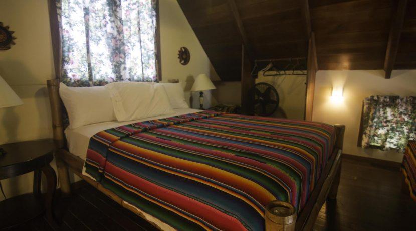 R125 - Green Parrot - beachhouse loft - bedroom