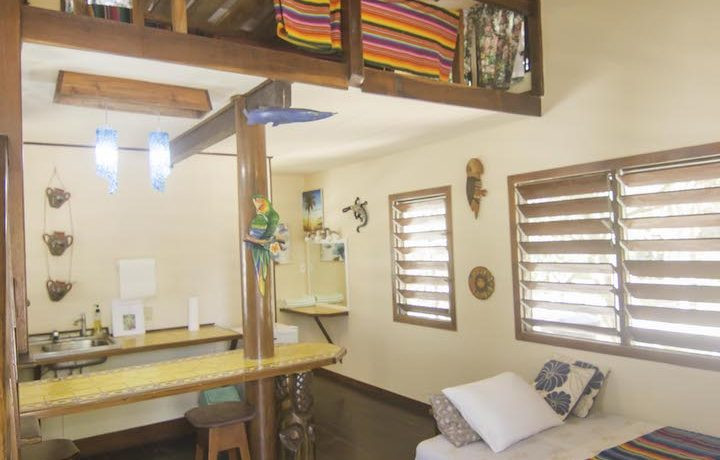 R125 - Green Parrot - interior - beach house