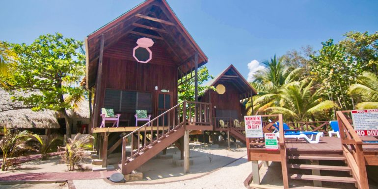 R125 - Green Parrot - Beach Houses - Maya Beach Placencia