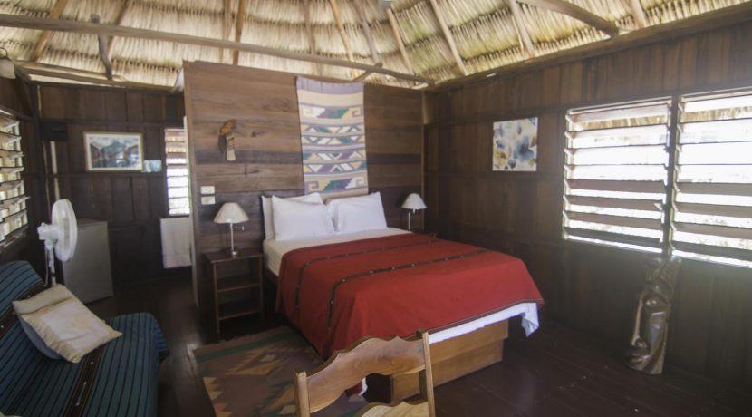 R125 - Green Parrot - Cabana - interior