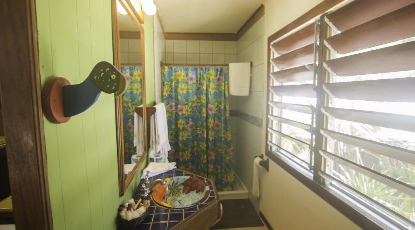R125 - Green Parrot - beachhouse - bathroom