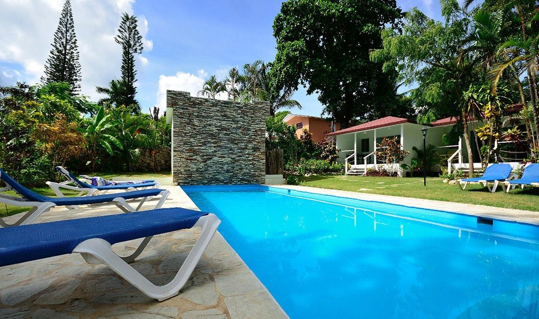 Well Established Hotel Walk to Sosua Beach 7 Bungalows